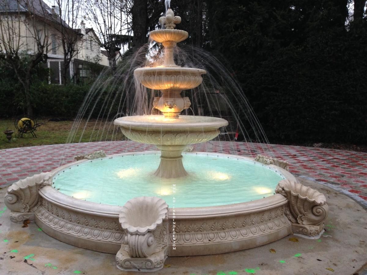 fontaine rond en pierre reconstituee napolitano aux jets d. Black Bedroom Furniture Sets. Home Design Ideas