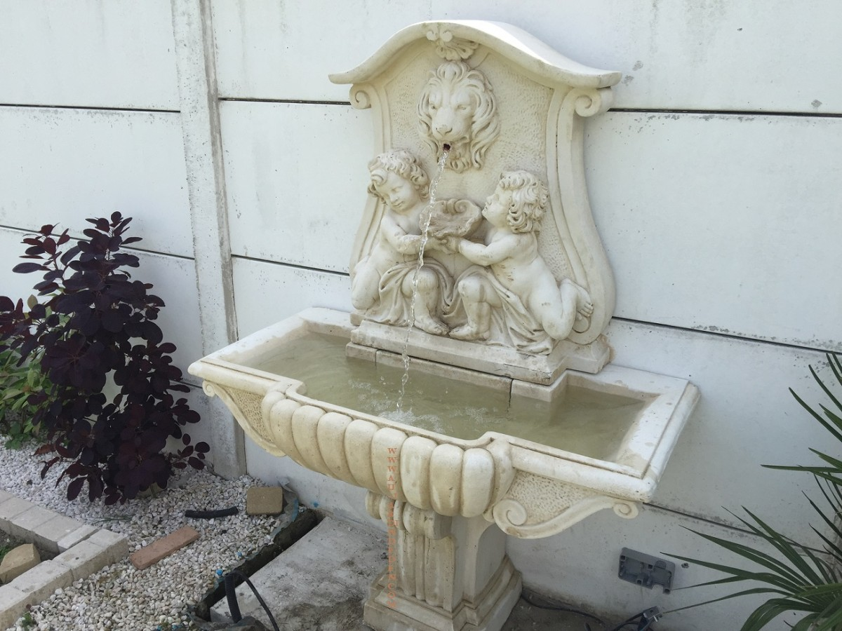 fontaine en pierre reconstituee aux 2 gamins a au jardin d 39 eden. Black Bedroom Furniture Sets. Home Design Ideas