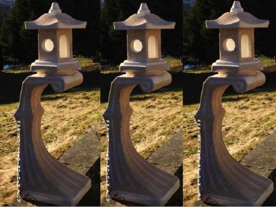 lampadaire de jardin en pierre suport a au jardin d 39 eden. Black Bedroom Furniture Sets. Home Design Ideas