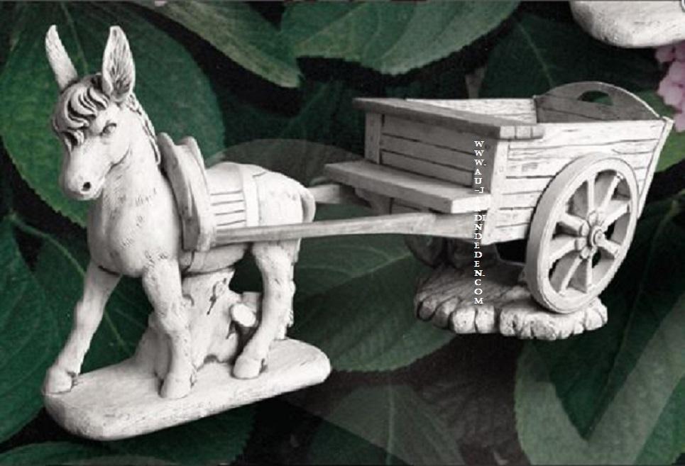 statue en pierre charrette laura marco et miguel a au jardin d 39 eden. Black Bedroom Furniture Sets. Home Design Ideas