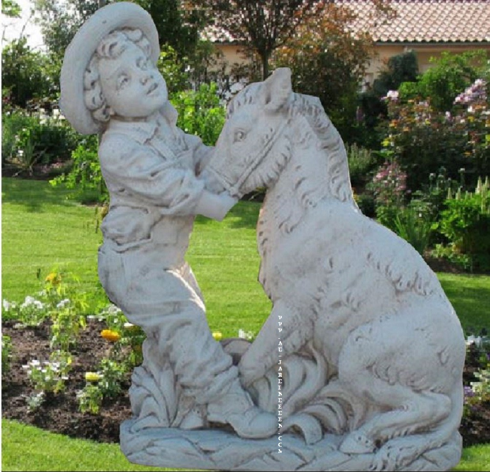 statue en pierre de jardin cheval et l enfant a au jardin d 39 eden. Black Bedroom Furniture Sets. Home Design Ideas