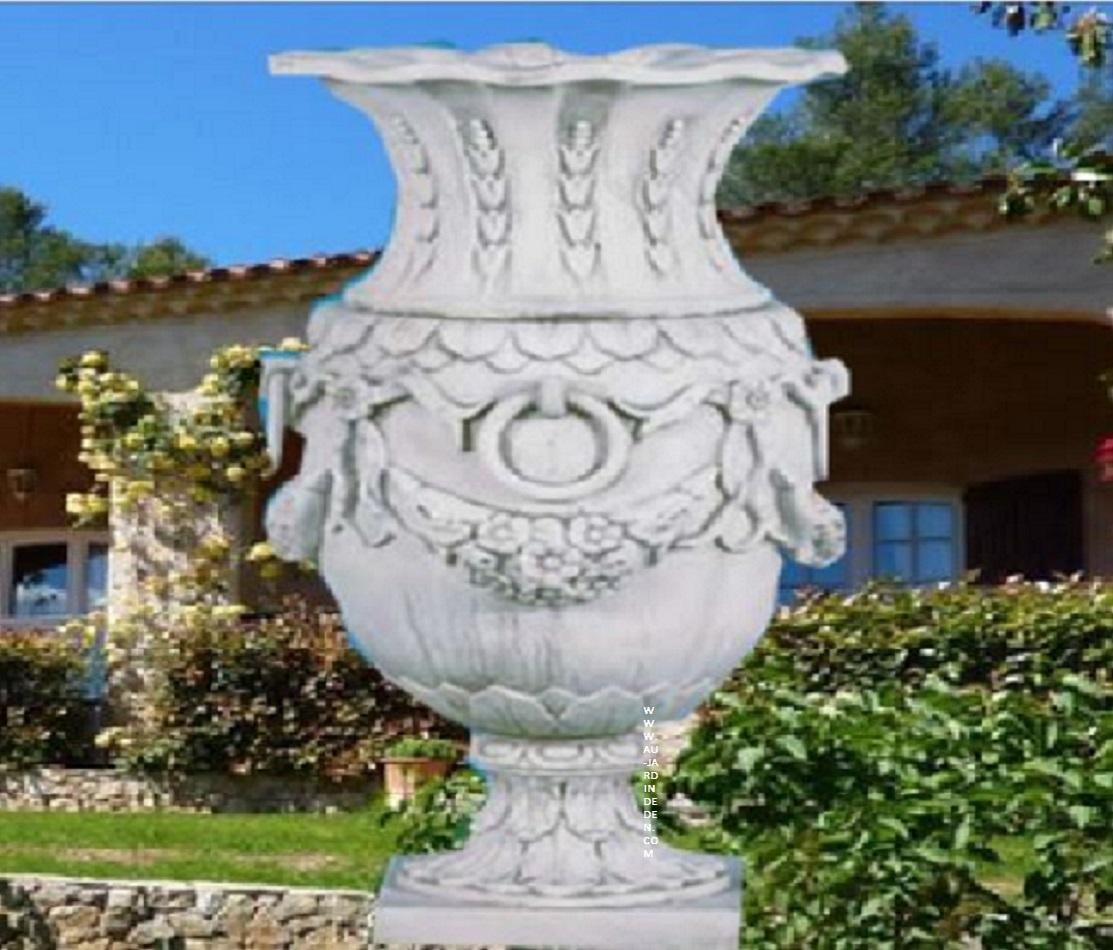 vase en pierre enfants tenant vasque a fleurs au jardin d 39 eden. Black Bedroom Furniture Sets. Home Design Ideas
