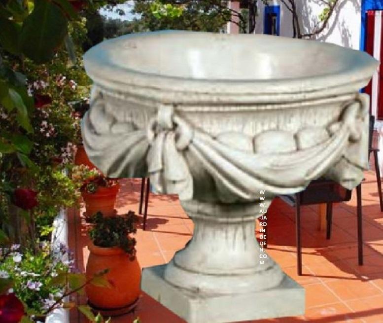 vases de jardin en pierre aux pied carre au jardin d 39 eden. Black Bedroom Furniture Sets. Home Design Ideas