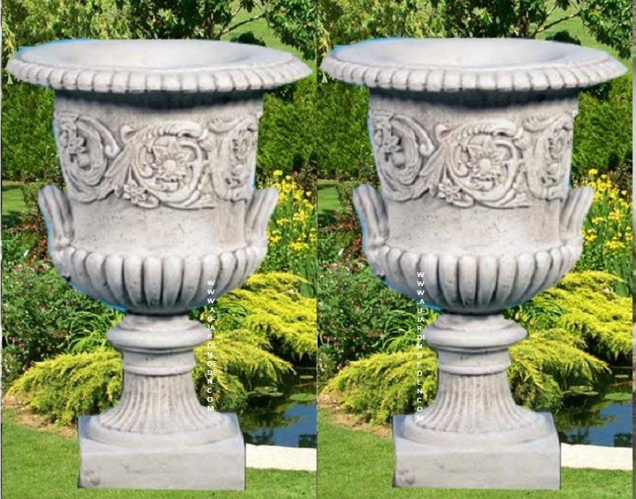 vases poigne en pierre reconstitu e ff poigne au jardin d 39 eden. Black Bedroom Furniture Sets. Home Design Ideas